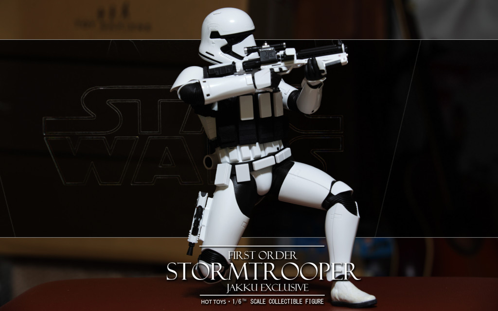 hottoys-firstorder-stormtrooper-jakku-exclusive-06