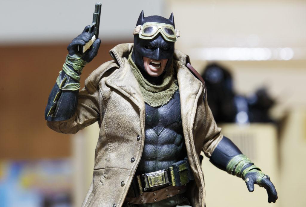 hottoys-knightmare-batman-14