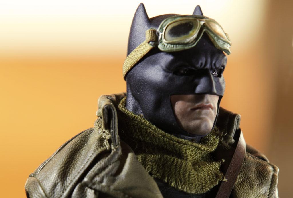 hottoys-knightmare-batman-18